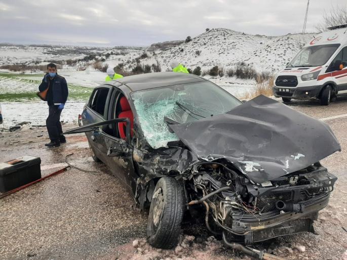 Adıyaman'da Otomobil ile minibüs çarpıştı: 4 yaralı