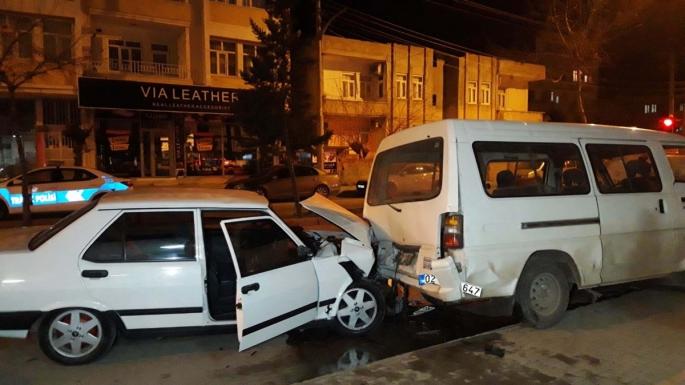 Adıyaman'da Trafik Kazası an ve an Güvenlik Kamerasına Yansıdı
