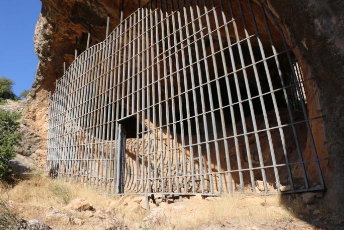 Defineciler taş devrinden kalma Palanlı Mağarası'nı tahrip etti