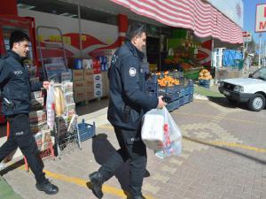 Adıyaman'da Polis, Yaşlı Kadının Alışverişini Yaptı