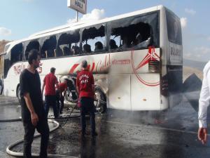 Adıyaman'da Yolcu Otobüsü Alev Alev Yandı