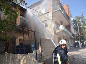 Besni'de Metruk Evde Çıkan Yangın Korkuttu