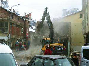 Çelikhan Belediyesi İş Merkezi Yıktırıldı