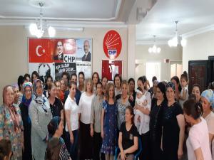 CHP Adıyaman Kolları 200 Kadına Rozet Taktı