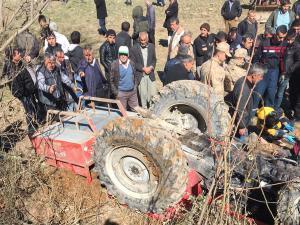 Devrilen Traktör Altında Kalan Sürücü Öldü