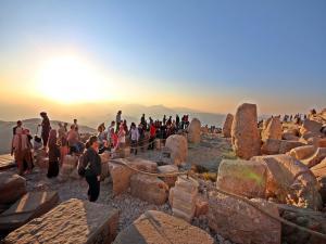 Nemrut Dağı 4 Ayda 77 Bin 380 Ziyaretçiyi Ağırladı