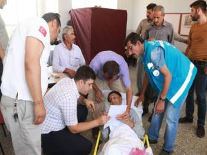 Sağlıkçılar Yatalak Hastaları Sandığa Götürdü