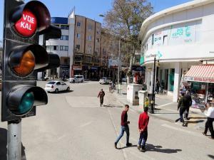 Trafik Işıkları 65 Yaş Üzeri Vatandaşlar İçin Yandı