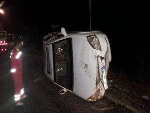 Adıyaman'da Otomobil Şarampole Yuvarlandı; 2 Yaralı