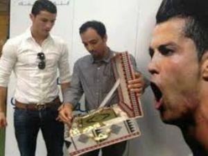 Ronaldo'ya Kur'an-ı Kerim verildi