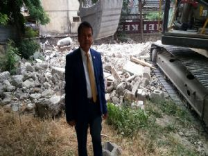 Eskisaray Mahallesinde Metruk Bina Nihayet Yıkıldı