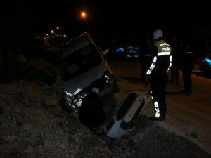 Otomobil Şarampole Yuvarlandı; 1 Yaralı