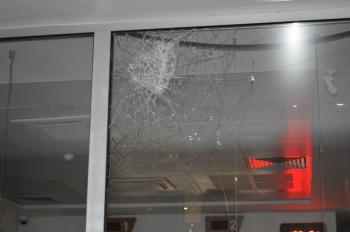 Adıyaman'da Banka şubesinin camını kıran şüpheli yakalandı
