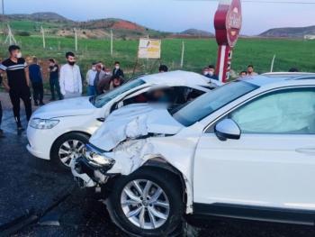 Adıyaman'da iki araç çarpıştı: 1 ölü, 4 yaralı
