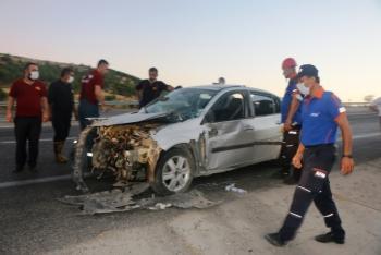 Adıyaman'da lastiği patlayan otomobil takla attı: 3 yaralı