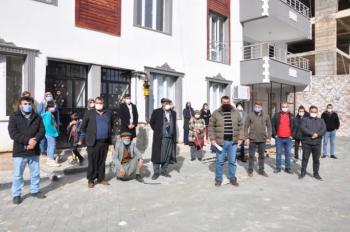 Besni'de 20 daireyi 40 kişiye sattılar iddiası