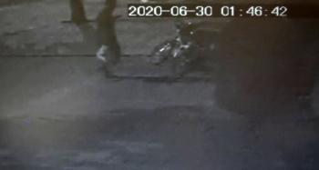 Bisiklet hırsızı kameralara yakalandı