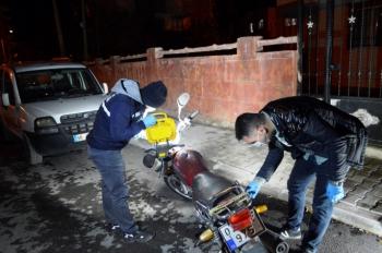 Çaldığı motosikletin benzini bitince bırakıp kaçtı