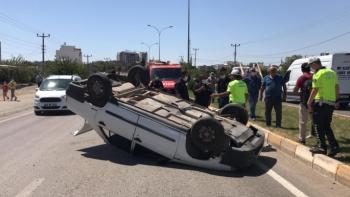 Eşeğe çarpmamak için devrilen otomobil sürücüsü yaralandı