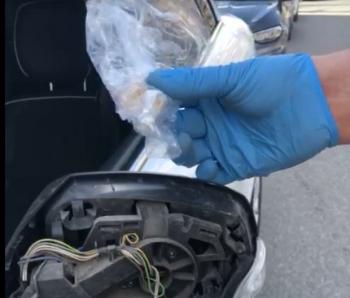 Otomobilin aynasına gizlenmiş eroin ele geçirildi