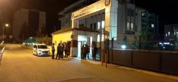 Polis merkezinde gözaltındaki şahıslara saldırı