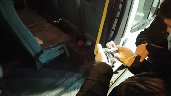 Polisin durduğu şüphelinin üzerinden silah çıktı