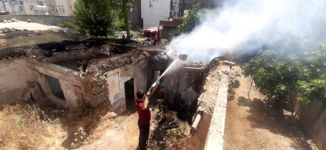 Metruk evde çıkan yangın söndürüldü