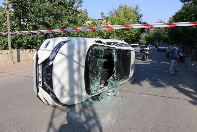 Otomobil ile hafif ticari araç çarpıştı: 2 yaralı