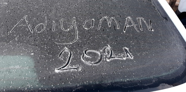 Adıyaman´da araçlar buz tuttu