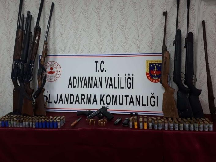 Adıyaman´da bir evde çok sayıda silah ele geçirildi