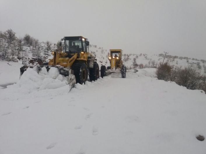 Adıyaman´da kapalı olan 20 köy yolunda karla mücadele sürüyor