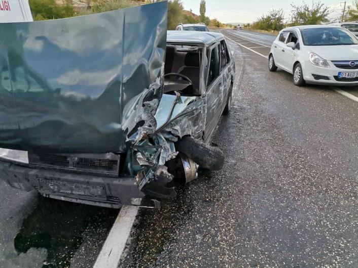 Adıyaman´da otobüs ile otomobil çarpıştı: 3 yaralı