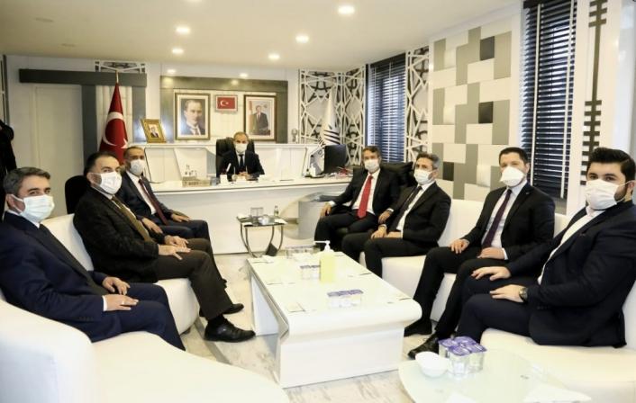 AK Partili Canikli´den belediyeye ziyaret