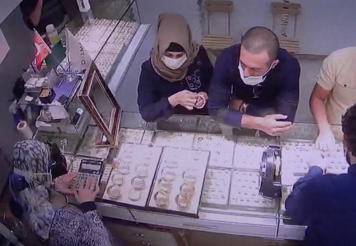 Adıyaman'da Altın Hırsızları Güvenlik Kamerasına Yakalandı