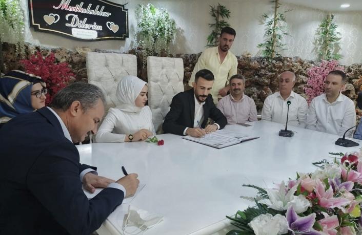 Başkan Kılınç, işitme engelli çiftin nikahını kıydı