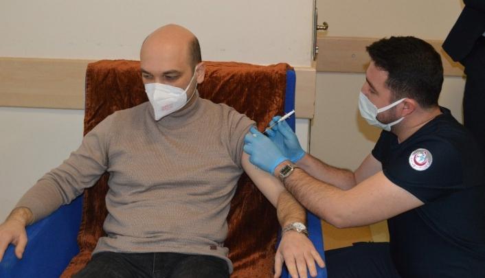 Besni´de ilk korona virüs aşıları yapılmaya başlandı