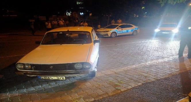 Besni'de otomobil küçük çocuğa çarptı