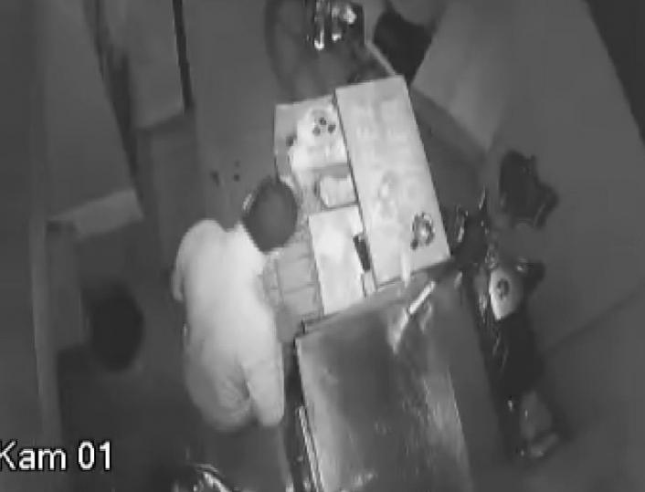 Adıyaman'da Bir gecede 2 iş yerinden hırsızlık yaptı