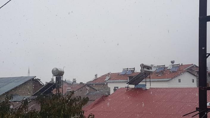 Çelikhan ilçesinde kar yağışı başladı