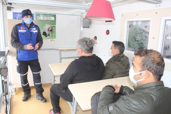 Deprem Tırında gazetecilere eğitim verildi