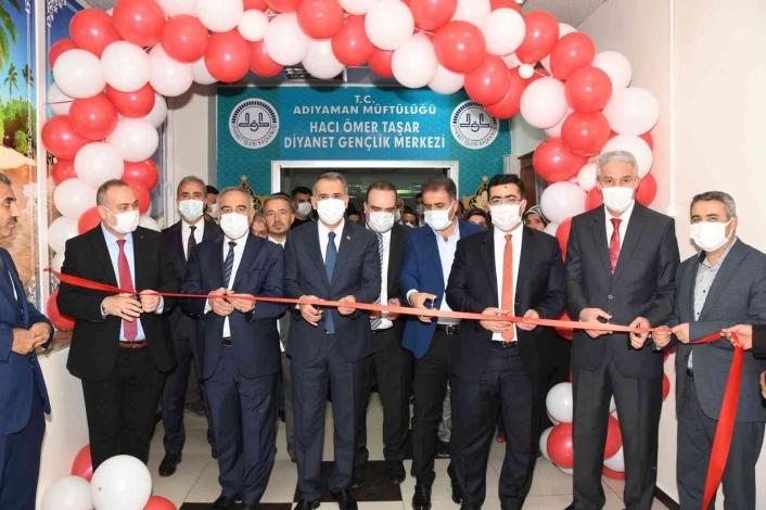 Diyanet Gençlik Merkezinin açılışı yapıldı