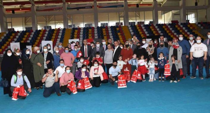 Down sendromlu çocuklara spor malzemesi dağıtıldı