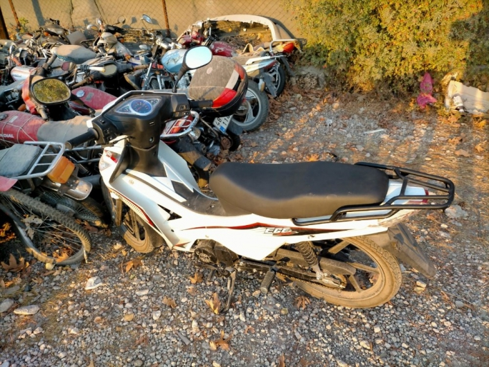 Durdurulan plakasız motosiklet çalıntı çıktı