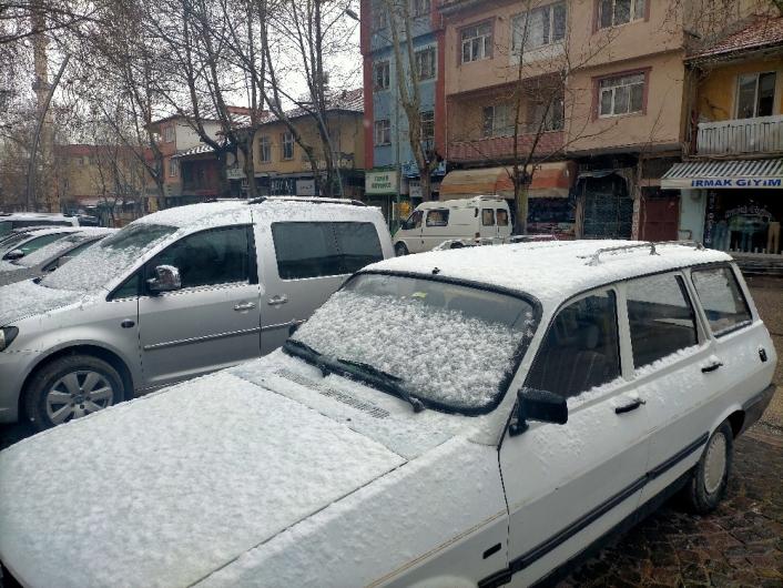 Gölbaşı´nda kar yağışı başladı