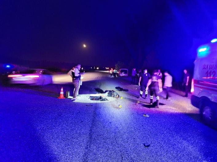 Hafif ticari araç motosiklete çarptı: 1 ölü, 1 yaralı