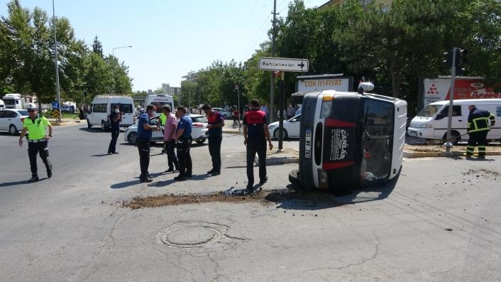 Adıyaman'da Hasta taşıyan ambulans ile minibüs çarpıştı
