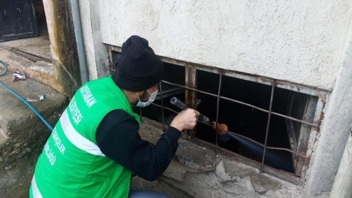 İlaçlama ekipleri haşereyle mücadeleye devam ediyor