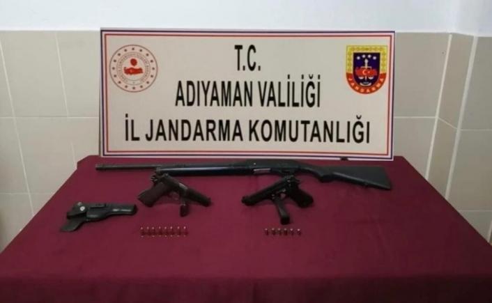 Adıyaman'da Şüpheli Araçta Silah Ve Tüfek Ele Geçirildi