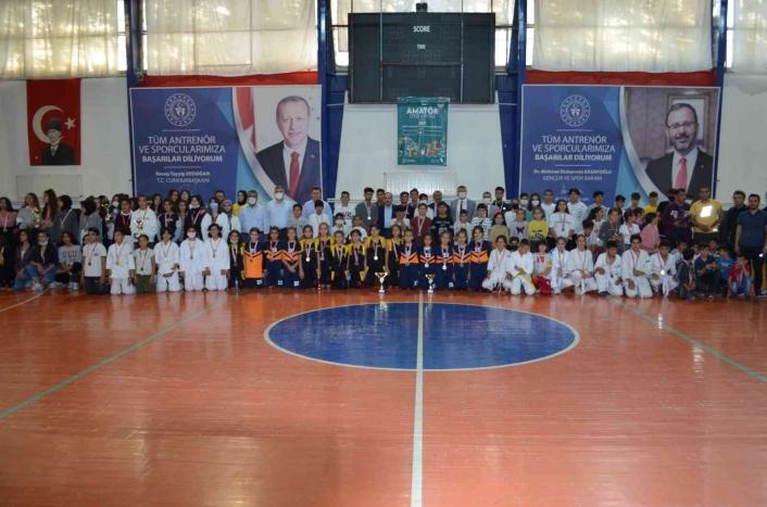 Kahta´da Amatör Spor Haftası kapanış töreni yapıldı.