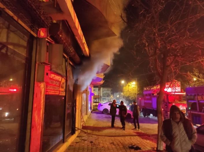 Kahta´daki iş yeri yangını paniğe sebep oldu